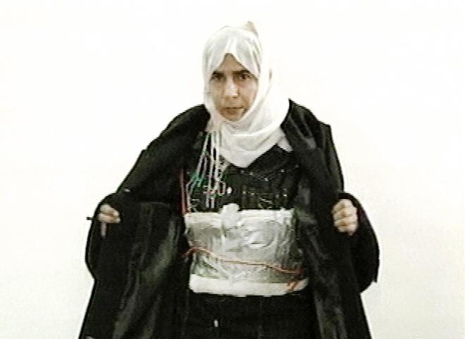 Nguy co khung bo tu cac co dau ngoai quoc o My hinh anh 2 Một kẻ đánh bom liều chết là nữ giới. Ảnh: Reuters