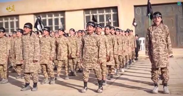 IS đào tạo chiến binh nhí trong