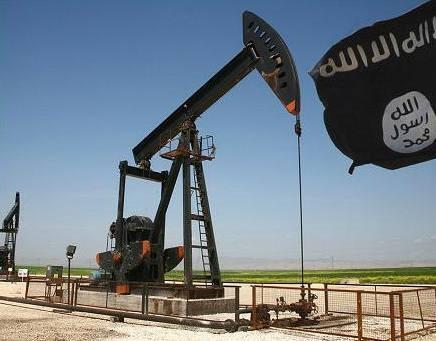 IS tim kiem cac mo dau ben ngoai Syria hinh anh 1 Một mỏ dầu ở Syria do IS kiểm soát. Ảnh: Reuters