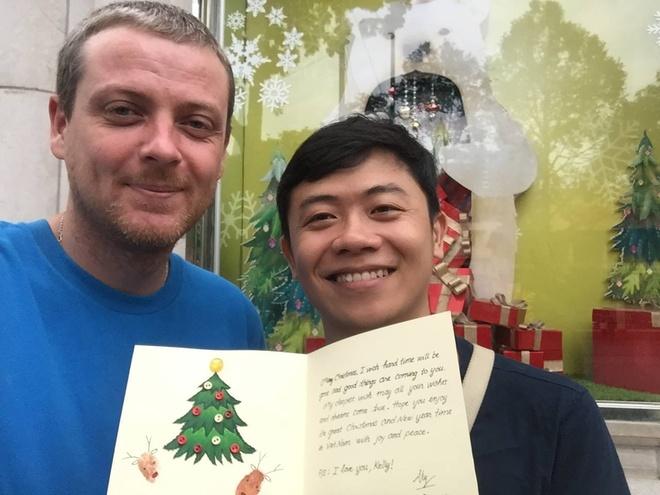 Nguoi nuoc ngoai hao huc voi Giang sinh o Viet Nam hinh anh 4 Kelly cho rằng Giáng sinh ở TP HCM có ý nghĩa hơn khi đón lễ cùng người yêu. Ảnh: NVCC