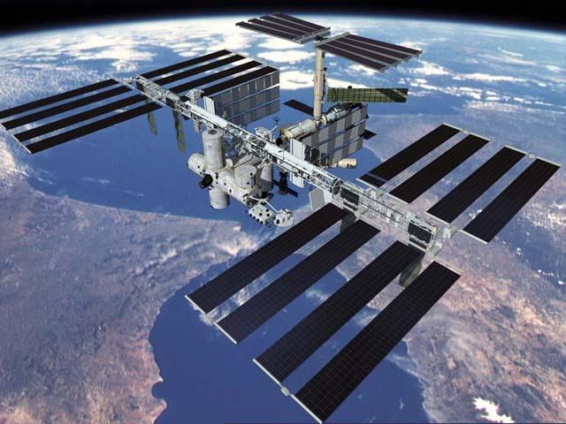 ISS va chuyen ve 'con voi trang quay quanh quy dao' hinh anh 3