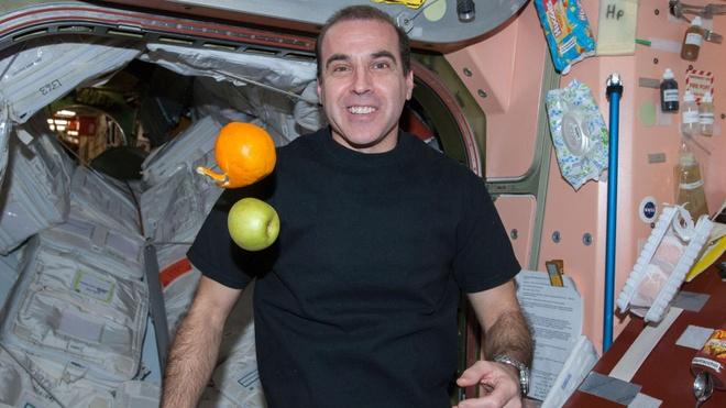 ISS va chuyen ve 'con voi trang quay quanh quy dao' hinh anh 2