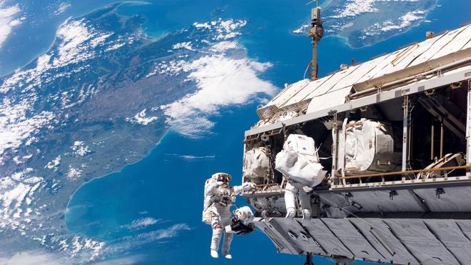 ISS va chuyen ve 'con voi trang quay quanh quy dao' hinh anh