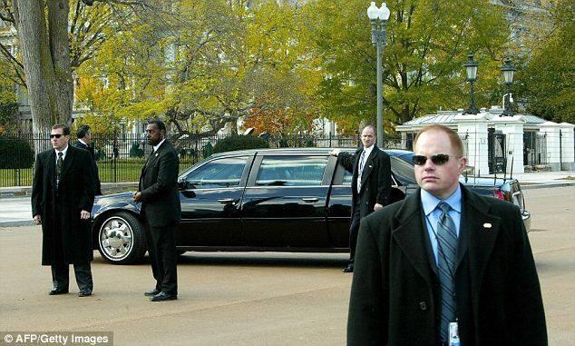 Mat vu My bi danh cap sung, cong tay hinh anh 1 Mật vụ Mỹ làm việc gần Nhà Trắng. Ảnh: AFP