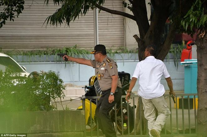Hien truong vu no lien hoan o thu do Indonesia hinh anh 9