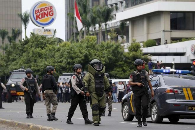 Tinh bao Indonesia tung canh bao truoc vu khung bo o Jakarta hinh anh 1