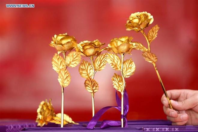 Hong dat vang, qua tang Valentine pho bien o Trung Quoc hinh anh 1