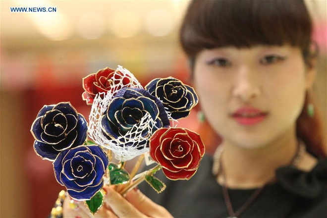 Hong dat vang, qua tang Valentine pho bien o Trung Quoc hinh anh 3