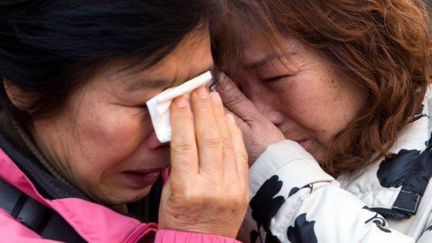 44 gia dinh nan nhan MH370 kien Malaysia Airlines hinh anh