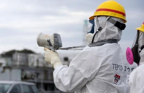 Lo phan ung Fukushima: Robot cung 'tan chay' hinh anh