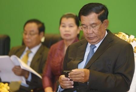 Thu tuong Campuchia bac bo chuyen mua 'like' Facebook hinh anh