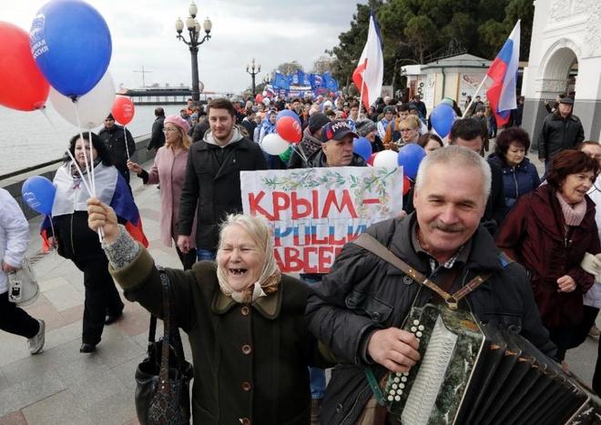 Tong thong Putin den Crimea hinh anh 1