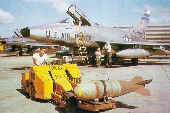 Nhung loai bom My tha xuong Viet Nam hinh anh 6