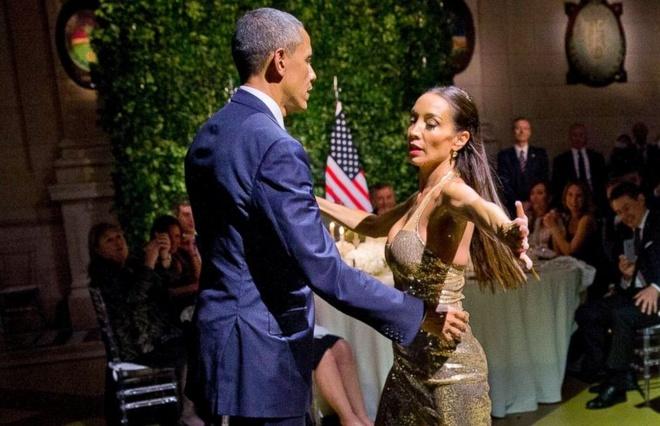 Tong thong Obama nhay tango trong quoc yen o Argentina hinh anh