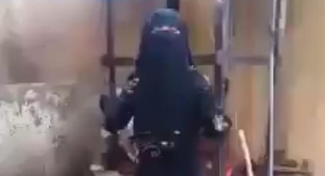 Tung video to cao IS, mot phu nu Iraq bi san lung hinh anh