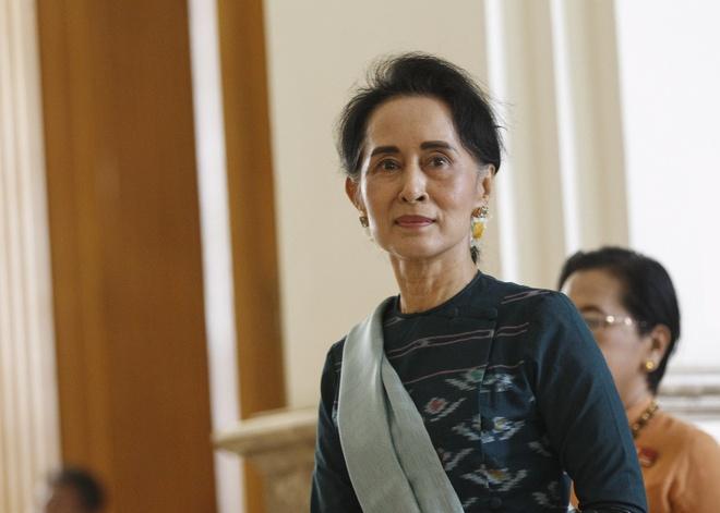 Aung San Suu Kyi tro thanh co van quoc gia Myanmar hinh anh