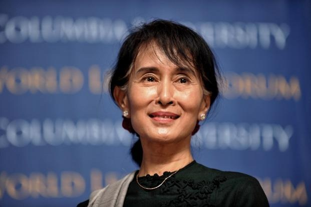 Aung San Suu Kyi chinh thuc lam co van quoc gia Myanmar hinh anh 1