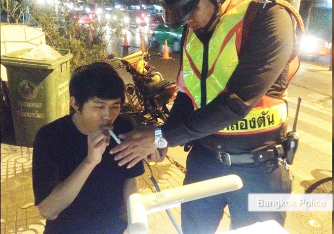 Thai Lan phat tai xe say ruou lam viec trong nha xac hinh anh