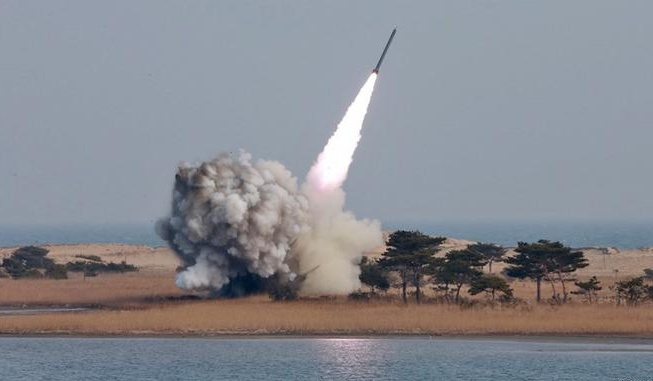 Trieu Tien phong ten lua that bai, Kim Jong-un xau mat hinh anh