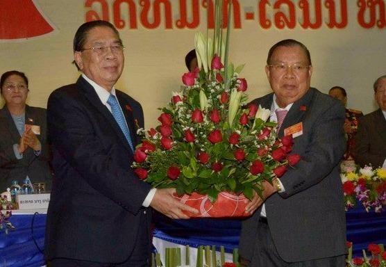 Lanh dao Viet Nam chuc mung tan chu tich nuoc Lao hinh anh