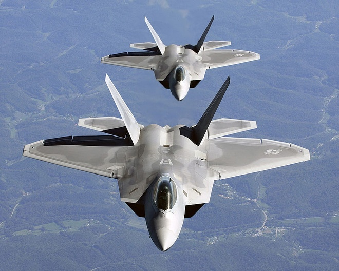 Gioi quan su My keu goi tai san xuat F-22 doi pho Nga, Trung hinh anh 1
