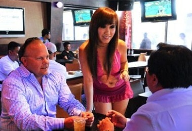 Xu huong nha hang bikini tren the gioi hinh anh