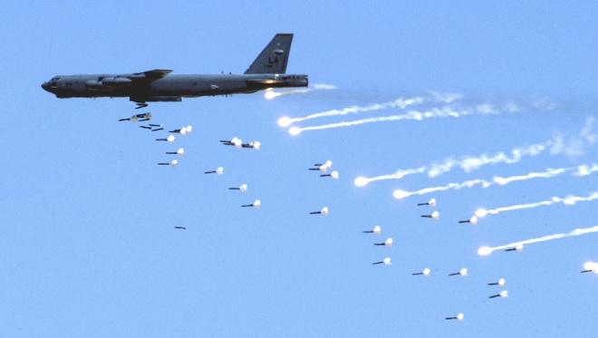 My se bien B-52 thanh 'kho vu khi bay' hinh anh 1
