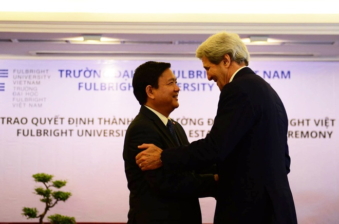 Ong Kerry chung kien trao quyet dinh thanh lap DH Fulbright hinh anh