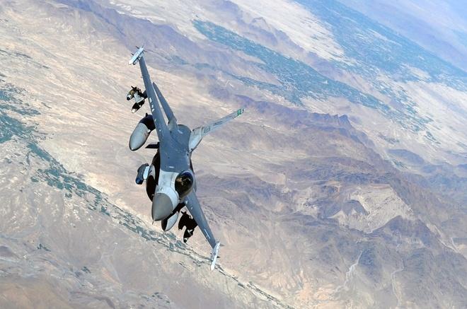 Dac tinh khong chien uu viet cua F-16 hinh anh 3