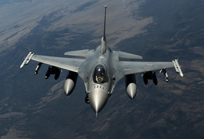 Dac tinh khong chien uu viet cua F-16 hinh anh 1