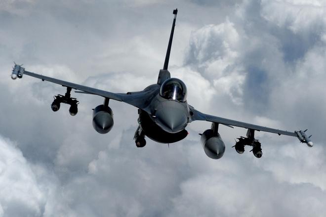 Dac tinh khong chien uu viet cua F-16 hinh anh