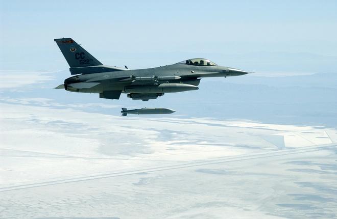 Dac tinh khong chien uu viet cua F-16 hinh anh 10