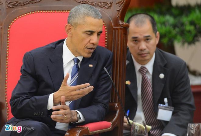 Chan dung nguoi phien dich cua Obama tai Viet Nam hinh anh
