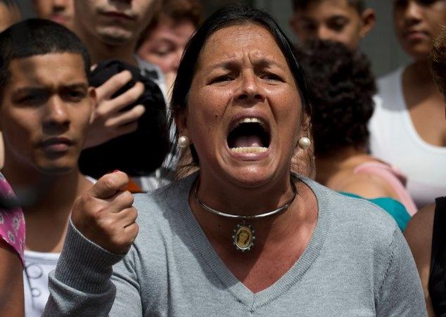 Nguoi dan Venezuela bieu tinh doi thuc an hinh anh