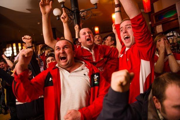 Hang chuc nghin quan bar tranh thu hot bac mua Euro 2016 hinh anh