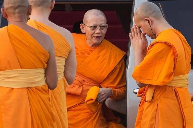 Canh sat Thai Lan sap bat su tru tri bi nghi tham nhung hinh anh