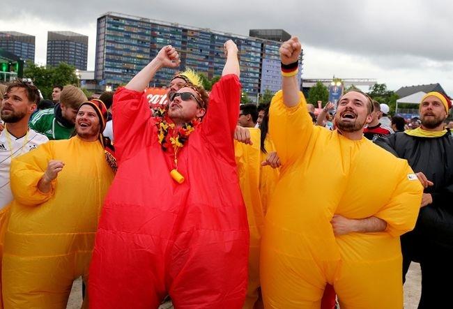 Muon kieu hoa trang cua co dong vien tai Euro 2016 hinh anh 15