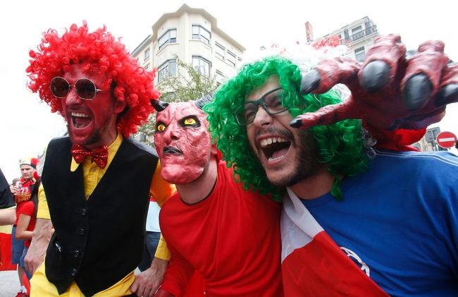 Muon kieu hoa trang cua co dong vien tai Euro 2016 hinh anh