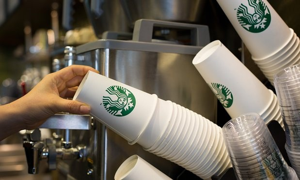 Starbucks lai bi kien vi an gian luong do uong hinh anh
