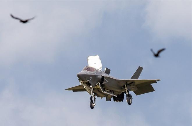 Tiem kich F-35 tro tai nhao lon tai Farnborough Airshow hinh anh 1