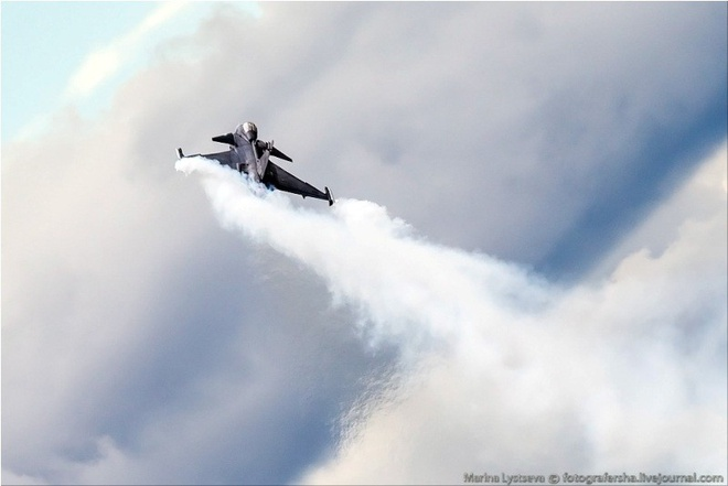 Tiem kich F-35 tro tai nhao lon tai Farnborough Airshow hinh anh 10