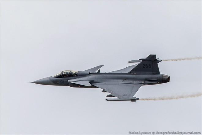 Tiem kich F-35 tro tai nhao lon tai Farnborough Airshow hinh anh 11