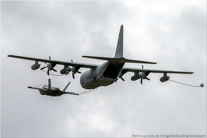 Tiem kich F-35 tro tai nhao lon tai Farnborough Airshow hinh anh 2