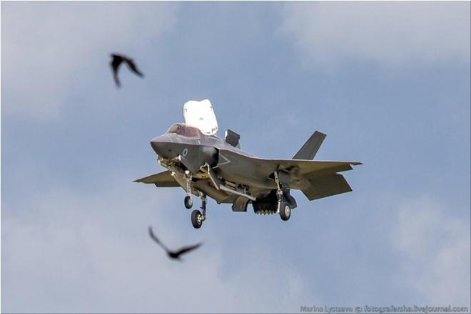 Tiem kich F-35 tro tai nhao lon tai Farnborough Airshow hinh anh 3