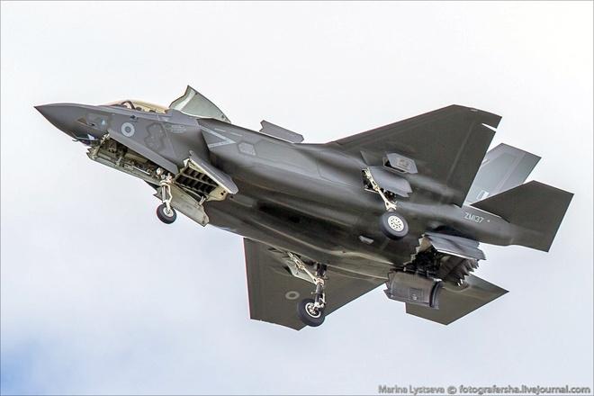 Tiem kich F-35 tro tai nhao lon tai Farnborough Airshow hinh anh 4