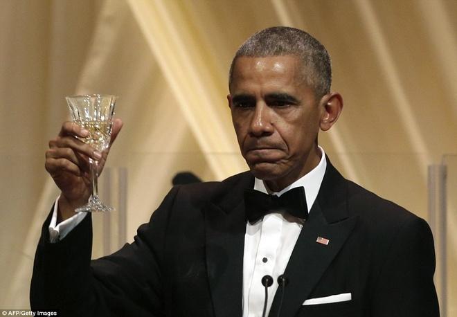 Tong thong Obama ngam ngui trong quoc yen cuoi cung hinh anh