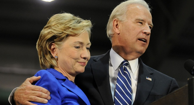 Ba Clinton nham ong Joe Biden lam ngoai truong anh 2