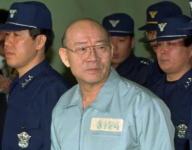 tong thong Han Quoc lien tiep dinh be boi anh 3
