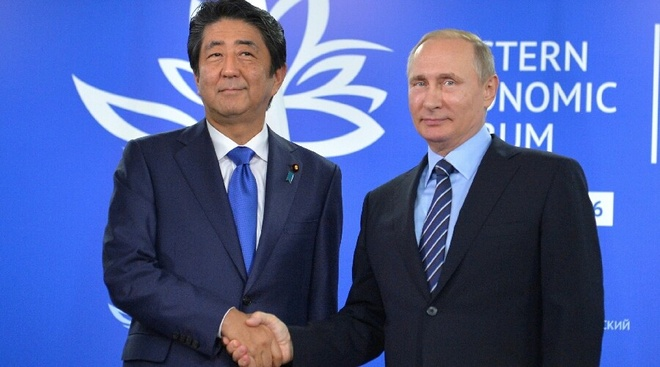 Thu tuong Abe 'qua mat' My de don tiep Putin hinh anh