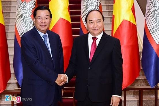 Thu tuong Nguyen Xuan Phuc hoi dam voi Thu tuong Hun Sen hinh anh